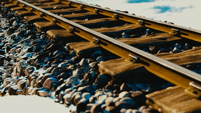 tracks_pebbles.png